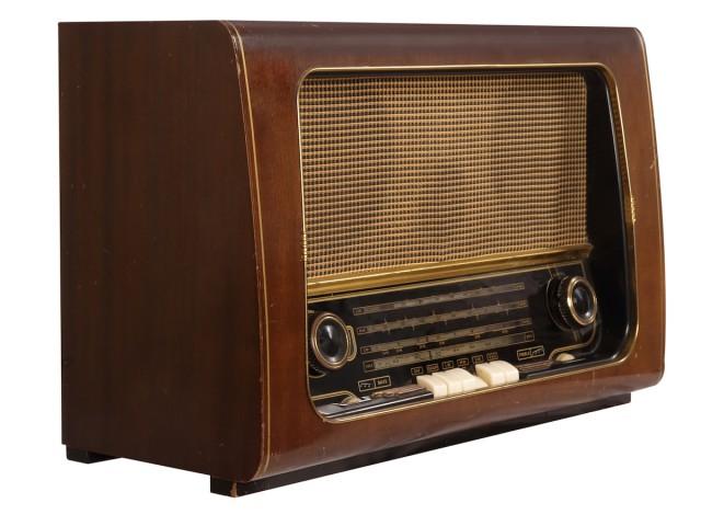 stockfresh_242036_vintage-radio_sizeM-kopi